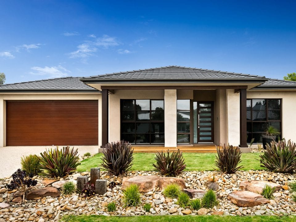 Beautiful single storey home with garden view at Madora